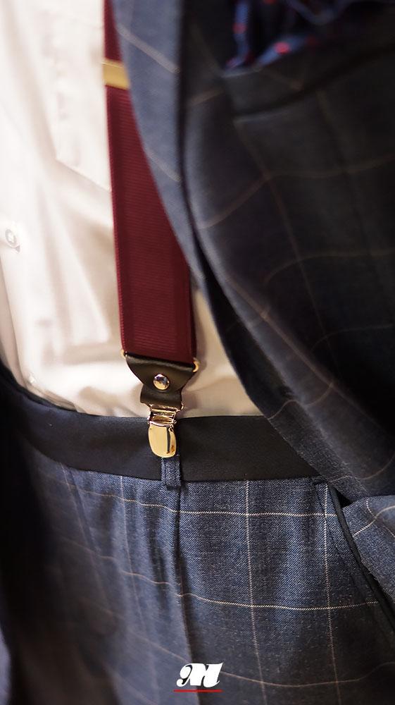 50ebdf6006c16 Garnitur z lekkiej,wygodnej tkaniny w szeroką kratę,w kontrastowym kolorze  z granatowymi wykończeniami,w modnym angielskim kroju.